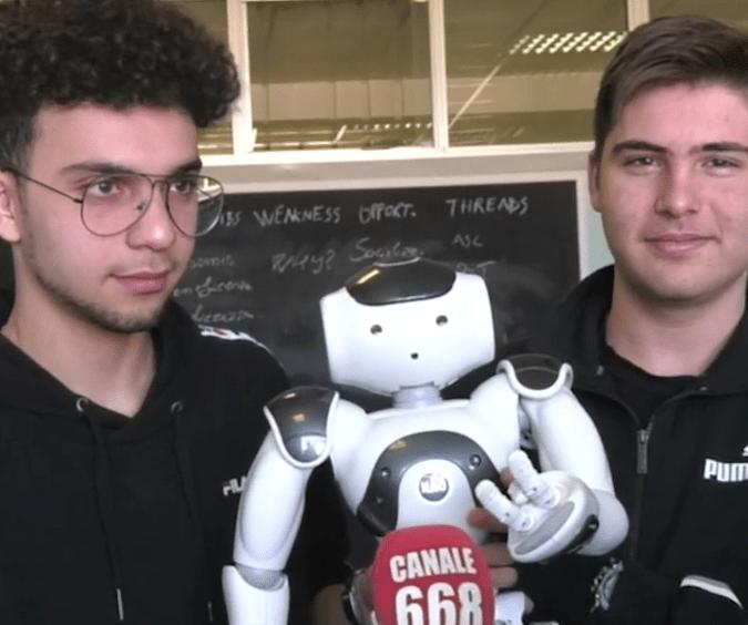 Robot NAO al liceo scientifico Leonardo da Vinci di Vallo della Lucania