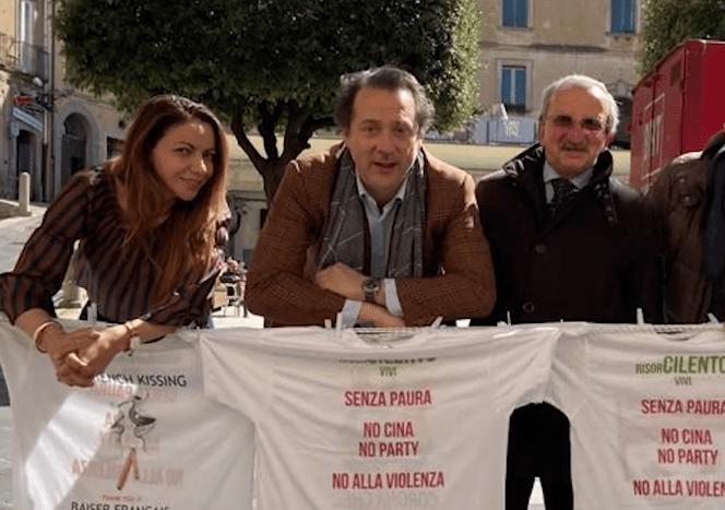Magliette appese a Vallo della Lucania: Risorcilento vivi