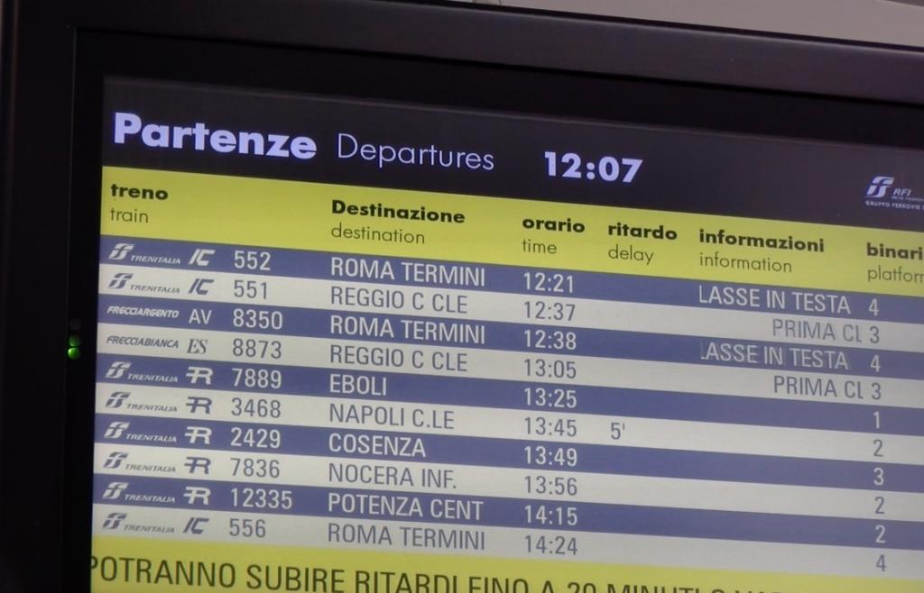 Tabella delle partenze - Stazione di Battipaglia - Prima partenza del Frecciargento